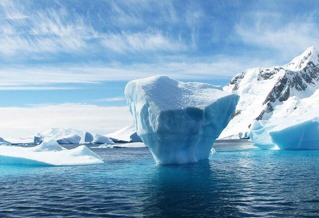 Góra lodowa - Antarktyda (źródło: pixabay.com)