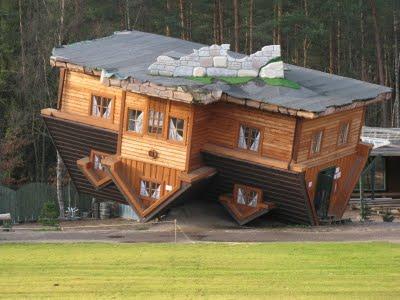Dom do góry nogami
