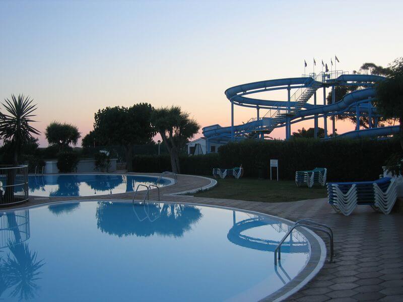 Zjeżdżalnia - aktywny wypoczynek na basenie